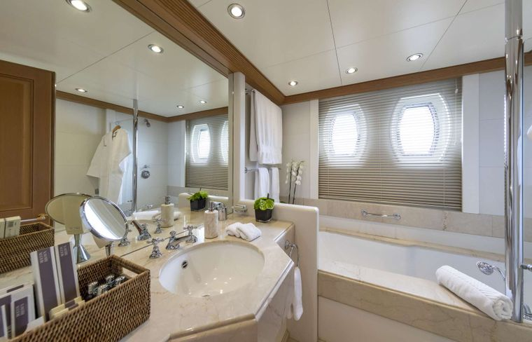 MARLA Yacht Charter - Double cabin bathroom