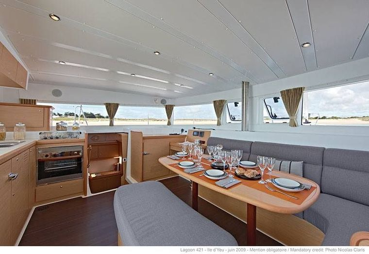 PALUKO Yacht Charter - dining