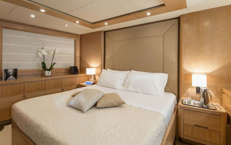 MYTHOS Yacht Charter - VIP Suite 1