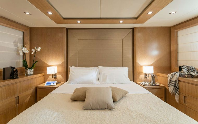 MYTHOS Yacht Charter - VIP Suite 2