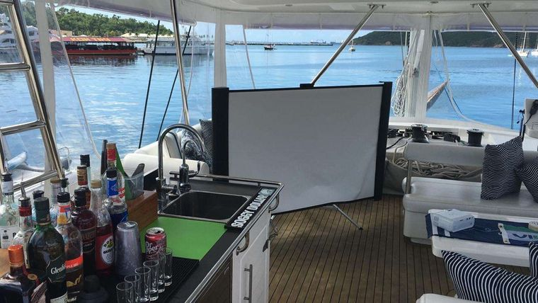 THE ANNEX Yacht Charter - Outdoor movie theater