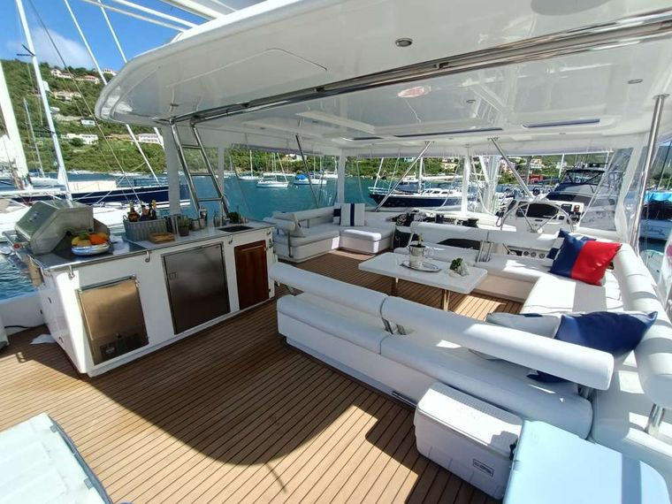 THE ANNEX Yacht Charter - Top deck lounge