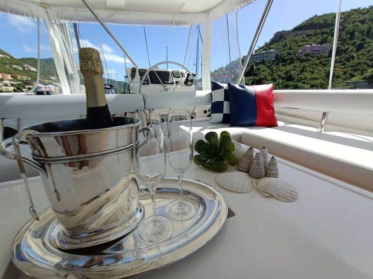 THE ANNEX Yacht Charter - Champagne days...