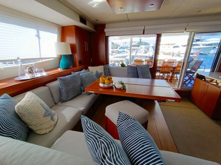THE ANNEX Yacht Charter - Large salon opening to aft deck