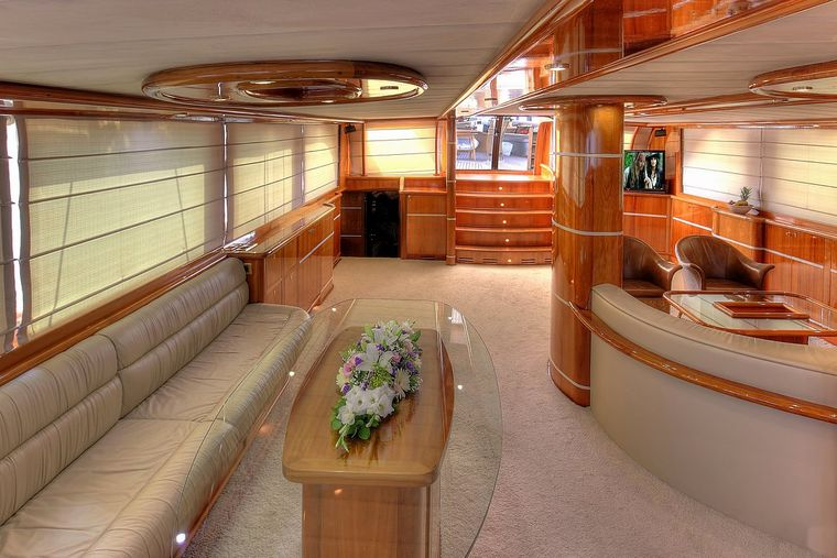 SILVERMOON Yacht Charter - Saloon - View from the front