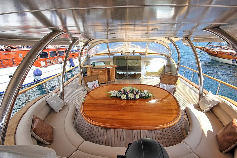 SILVERMOON Yacht Charter - AFT Deck - Dining Area