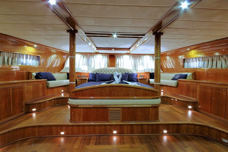 SILVERMOON Yacht Charter - KING Bedroom 50m2