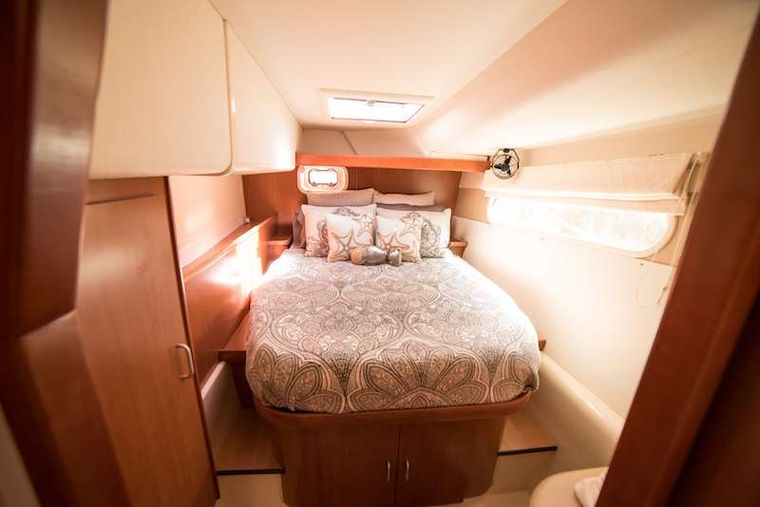 ISLAND R&R Yacht Charter - Beautiful bed linens create a beautiful experience on board