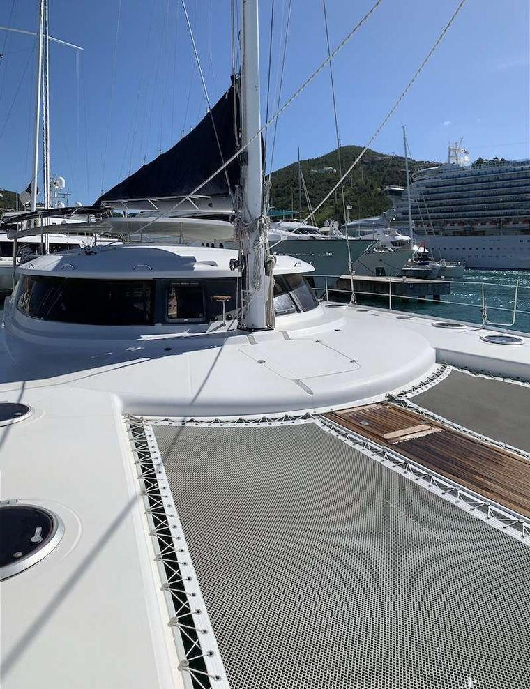 VIVO Yacht Charter - Fore Deck