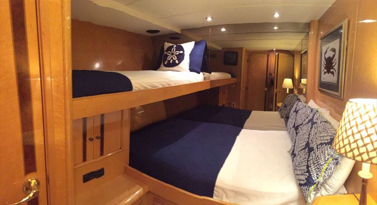 SUITE LIFE Yacht Charter - Wild Coral Suite