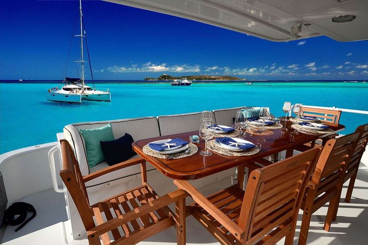 SUITE LIFE Yacht Charter - Aft Alfresco Dining for 8