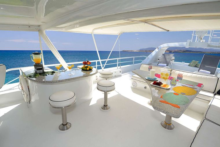 SUITE LIFE Yacht Charter - Upper Deck Dining & Bar Area