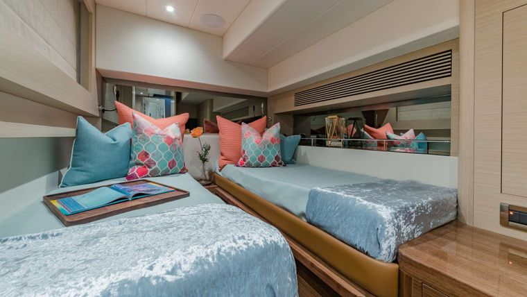 MUCHO GUSTO Yacht Charter - Twin Stateroom can convert to a King