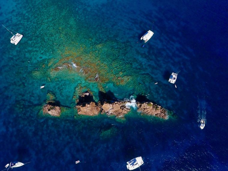 MUCHO GUSTO Yacht Charter - Snorkel the Indians