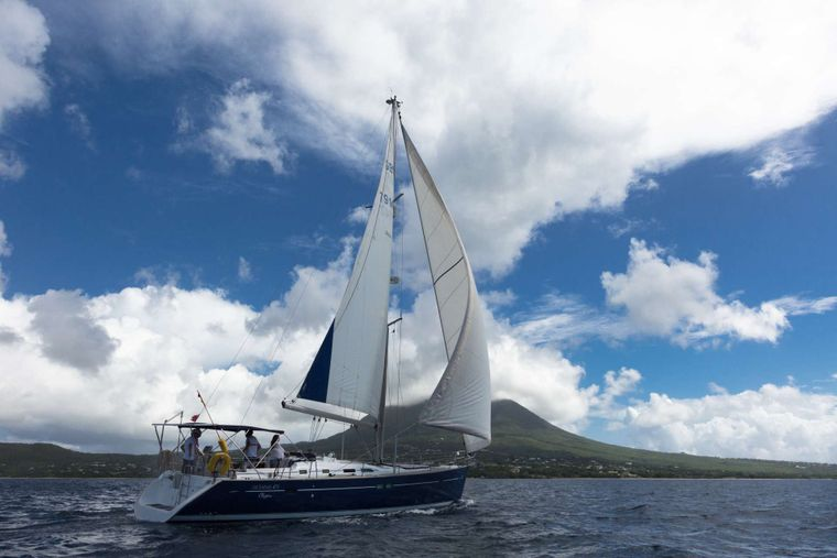 HALF TIDY Yacht Charter - Ritzy Charters