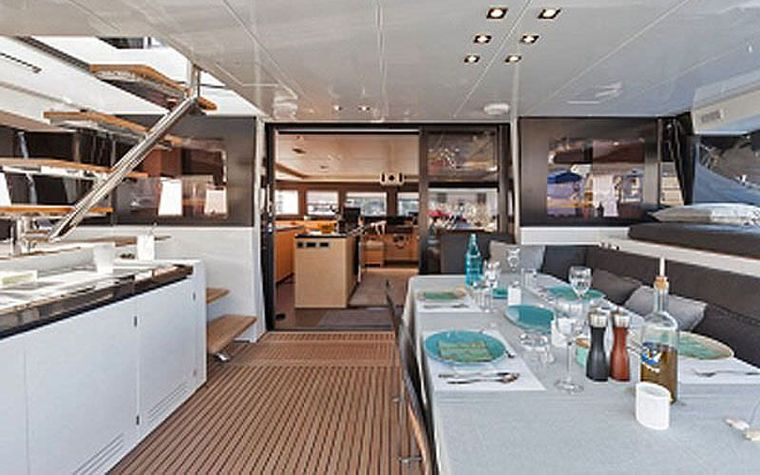 CUTE LITTLE CAT Yacht Charter - The cockpit - sistership