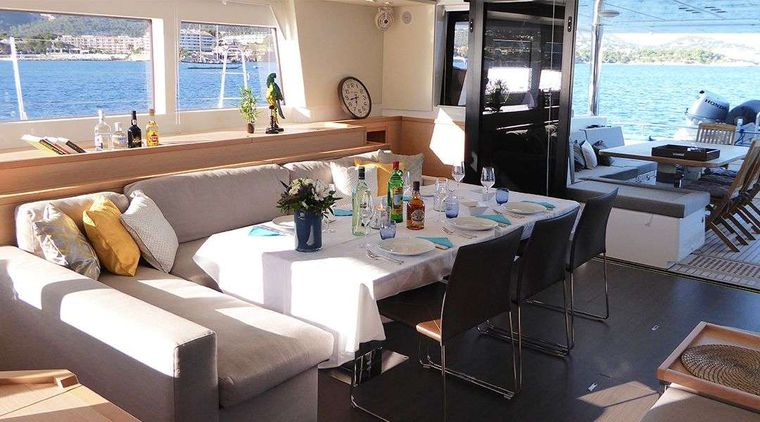 LADY M Yacht Charter - Interior Dining