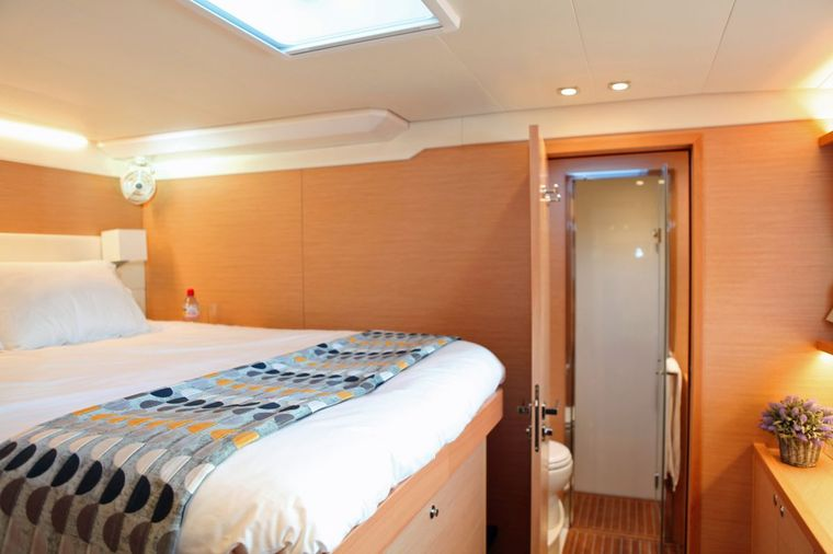 LADY M Yacht Charter - Guest Cabin