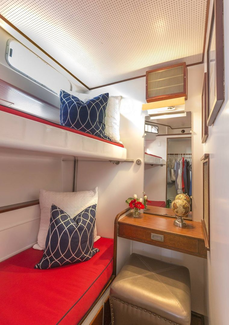 KINGFISHER Yacht Charter - Guest Stateroom