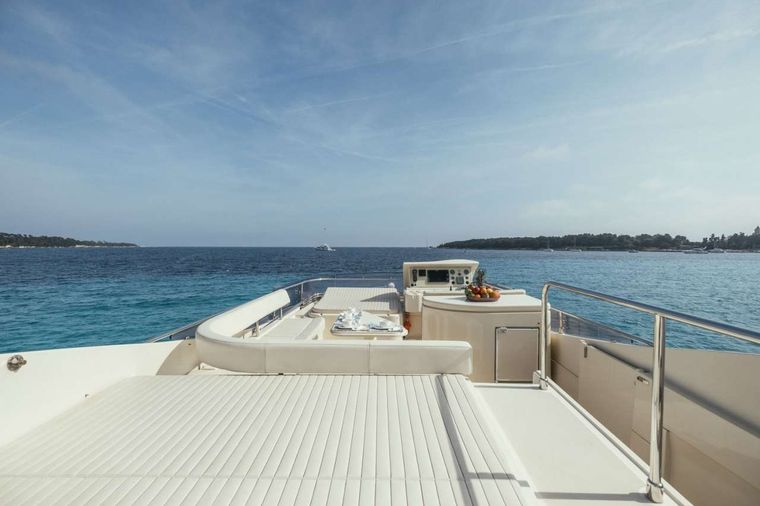 TO ESCAPE Yacht Charter - To Escape - Flybridge