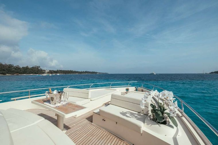 TO ESCAPE Yacht Charter - To Escape - Foredeck