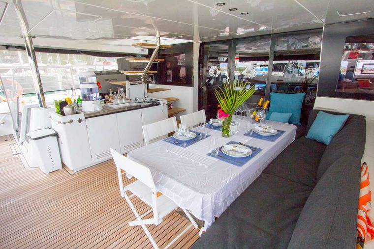 JAN'S FELION Yacht Charter - Cocktails made to order