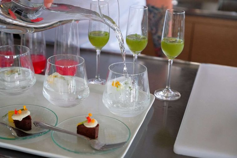 JAN'S FELION Yacht Charter - Refreshing treats