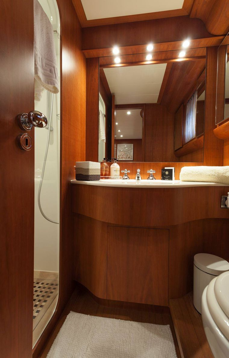 WHITEHAVEN Yacht Charter - guest bathroom