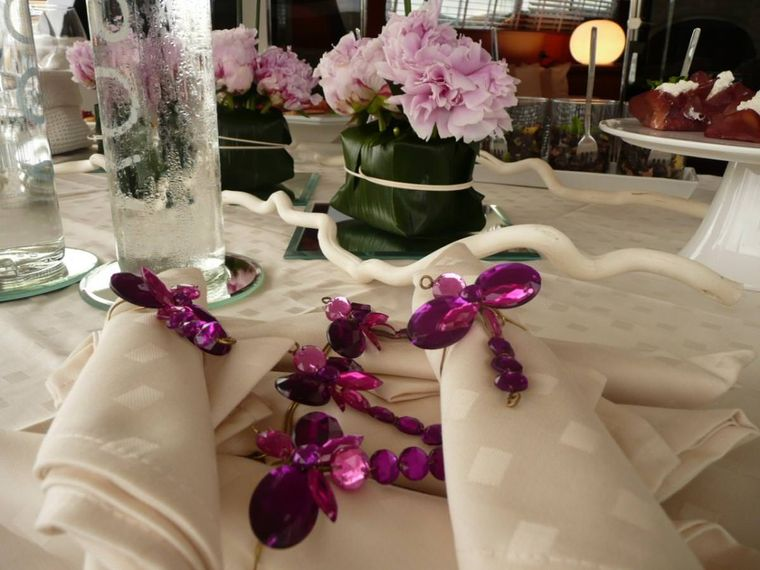 WHITEHAVEN Yacht Charter - other table detail
