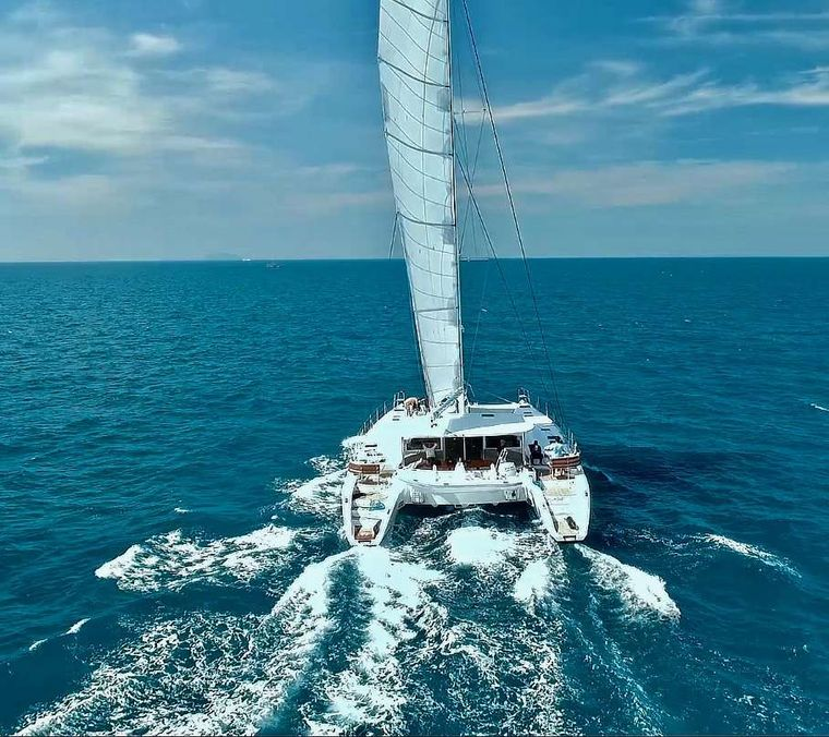 LAYSAN Yacht Charter - Excellent stability