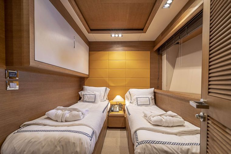 INTERVENTION Yacht Charter - Twin Stateroom