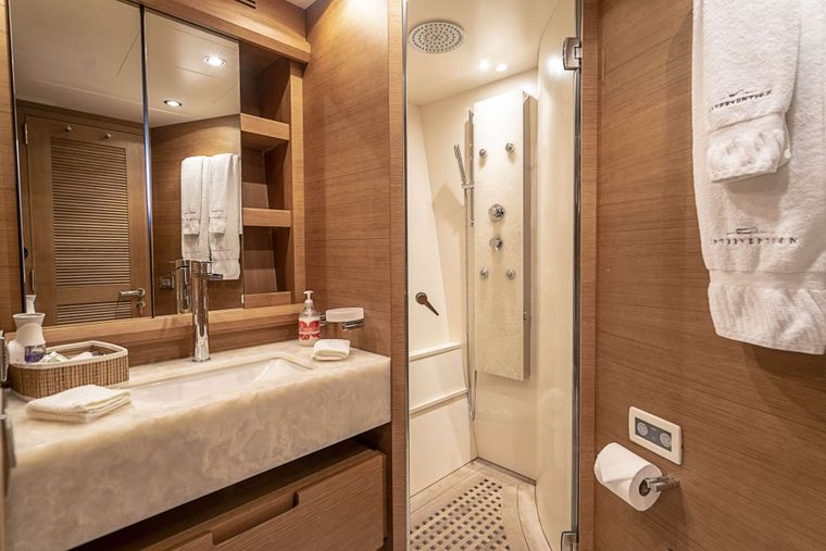 INTERVENTION Yacht Charter - Guest Ensuite