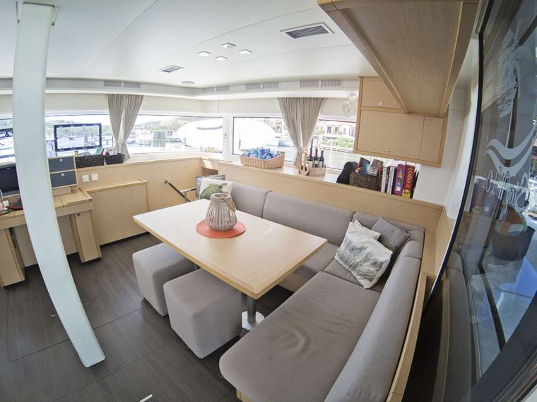 STOP WORK ORDER Yacht Charter - Spacious and bright salon