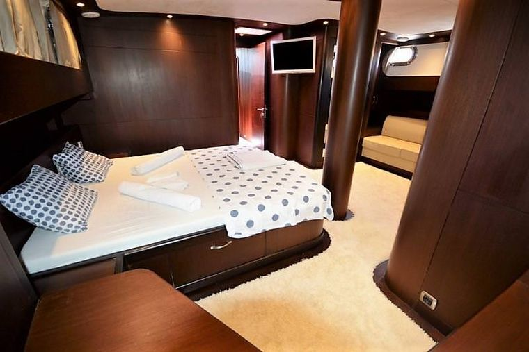 ARTEMIS-SIMAY Yacht Charter - master cabin