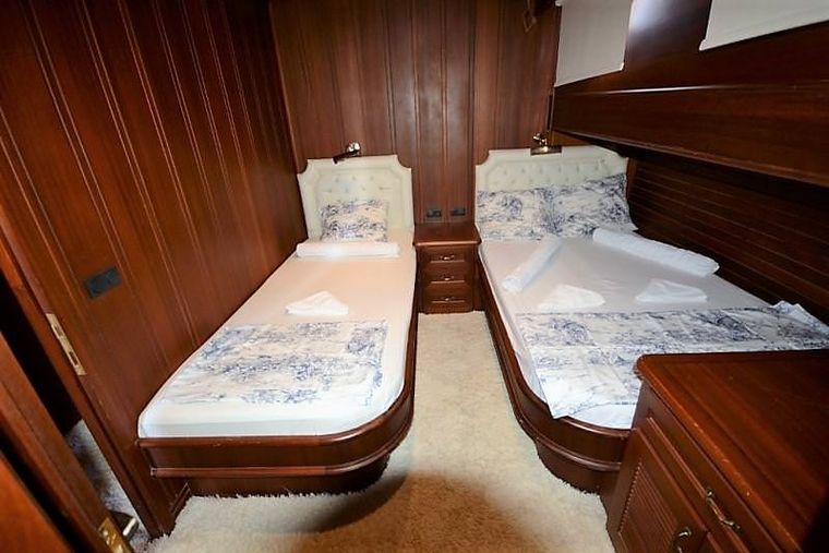 ARTEMIS-SIMAY Yacht Charter - twin cabin