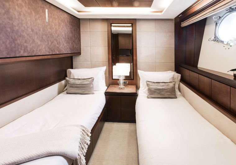 TAIL LIGHTS Yacht Charter - Twin Guest Suite