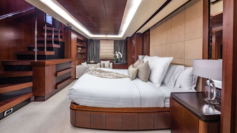 TAIL LIGHTS Yacht Charter - Master Stateroom
