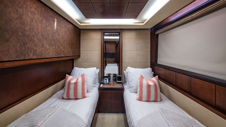 TAIL LIGHTS Yacht Charter - Twin Stateroom