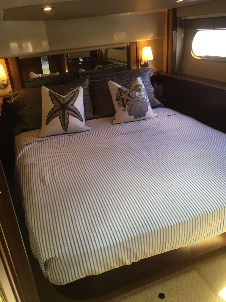 FUN CLUB Yacht Charter - Queen Master Ensuite