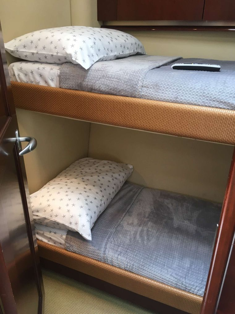 FUN CLUB Yacht Charter - Twin Guest Stateroom