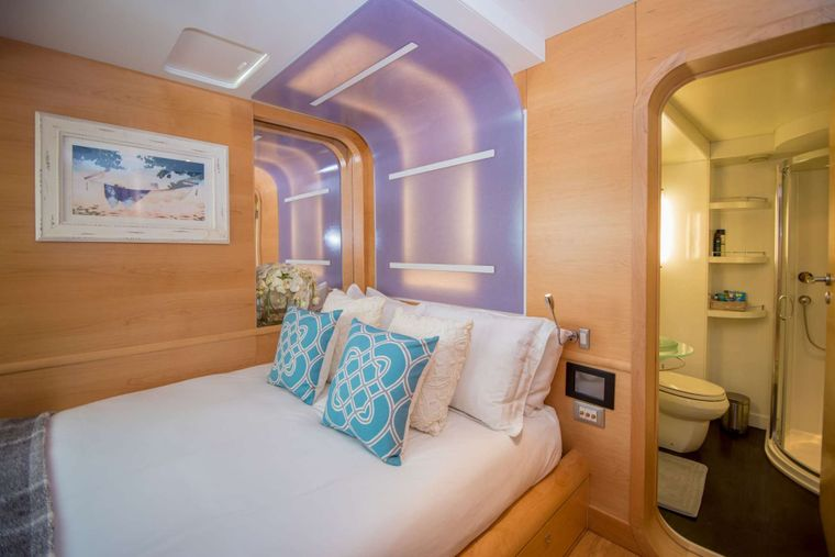 BELLA VITA Yacht Charter - Double Guest State Room