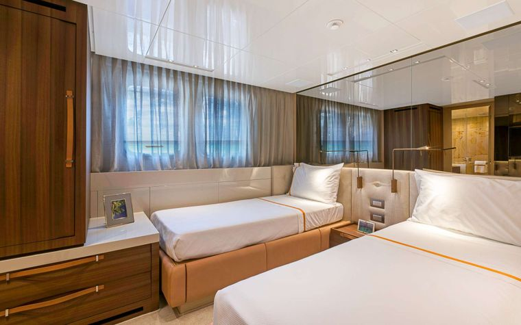 FREDDY Yacht Charter - Guest Twin (converts)
