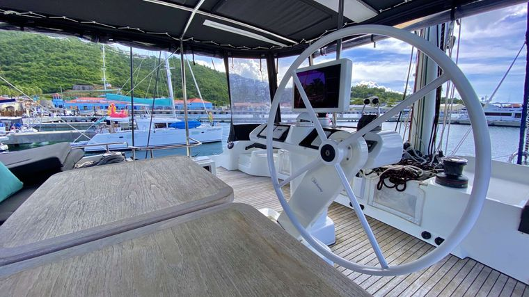 VENTANA Yacht Charter - Flybridge with 360 degree views