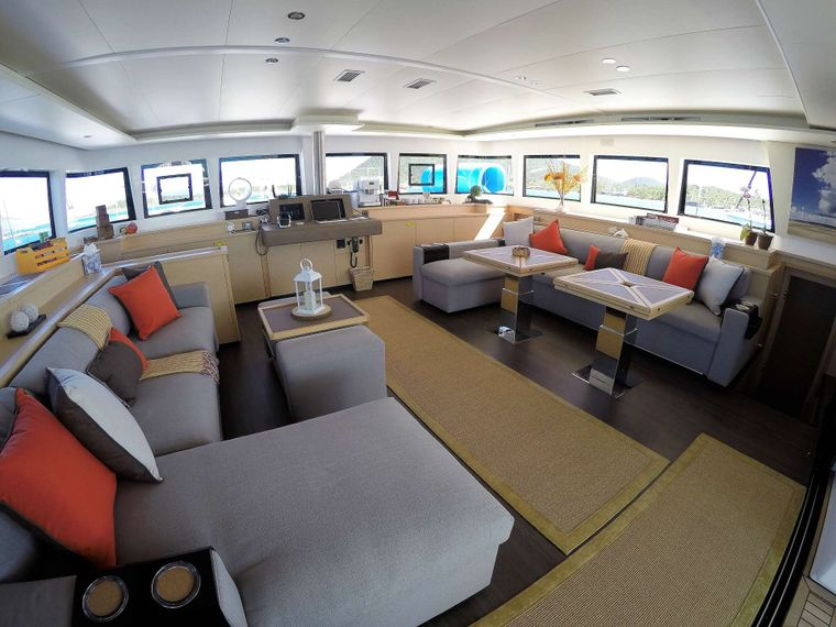 BAGHEERA L620 Yacht Charter - Bright and airy salon with a view from every angle
