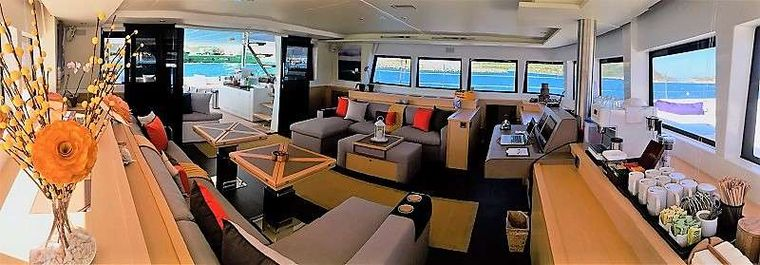 BAGHEERA L620 Yacht Charter - Salon with 360* view