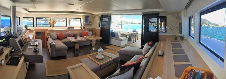 BAGHEERA L620 Yacht Charter - Spacious Salon with view to aft cockpit