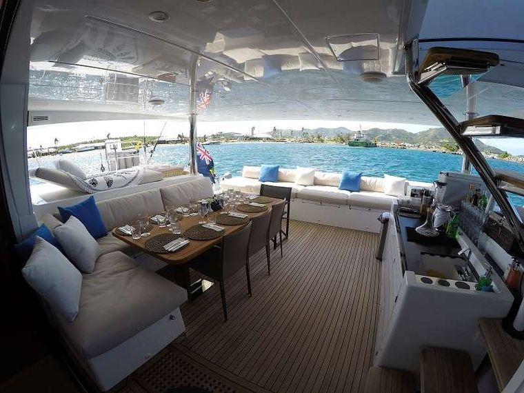 BAGHEERA L620 Yacht Charter - Cockpit and wet bar with great lounge spaces