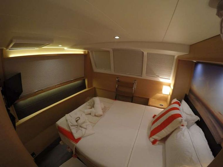 BAGHEERA L620 Yacht Charter - Queen size cabin with walk around bed.. Bed faces full size window.