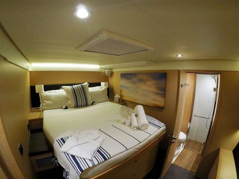 BAGHEERA L620 Yacht Charter - Queen size cabin with walk around bed.