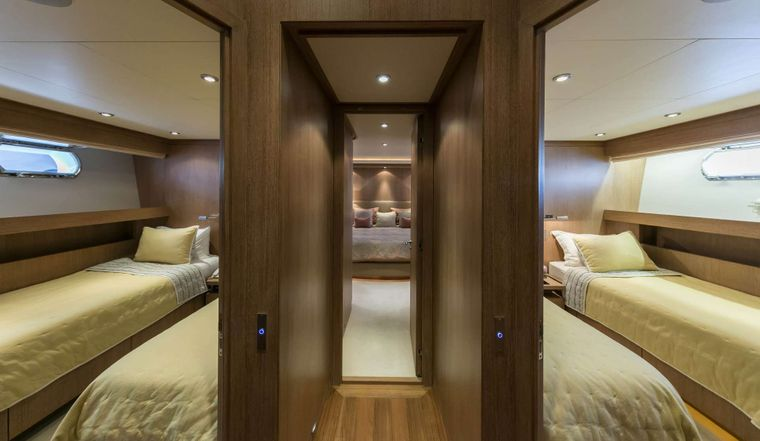ALEXIA AV Yacht Charter - Twin Staterooms
